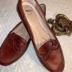 NEW NURTURE Brown Leather Loafers